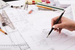 画建筑项目特写镜头的建筑师 库存图片