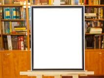 画框空白画布在画架的在图书馆里 库存图片