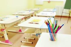 画的课程的空间在幼稚园 库存照片