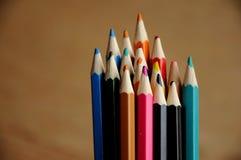 画的颜色铅笔在纸 免版税库存图片