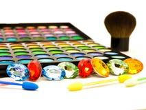 画笔化妆用品眼睛多彩多姿的影子 免版税库存照片
