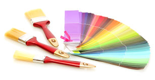 画笔和颜色明亮的调色板  图库摄影