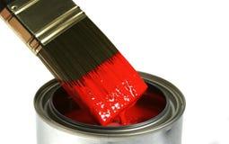画笔浸洗了油漆红色 库存图片