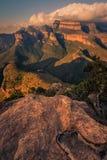 画象三Rondavels在与一个织地不很细岩石s的日落 库存照片