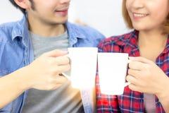 画象可爱的夫妇 英俊的丈夫和美好的妻子感受 免版税库存图片