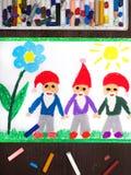画:红色帽子的三个微笑的矮人 免版税库存照片