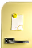 留下信息在冰箱 免版税库存图片