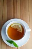 留下柠檬薄荷茶 库存图片