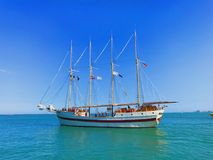 留下海军码头的船 免版税库存图片