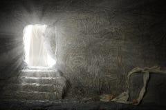 留下空的坟茔的耶稣