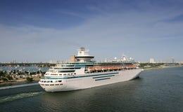 留下端口船的巡航 免版税库存图片