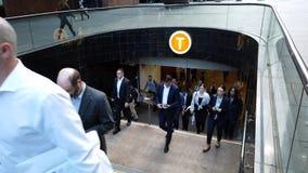 留下马丁位置火车站,悉尼CBD,澳大利亚的通勤者 影视素材