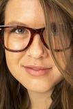 留着大玻璃头发一只眼睛的女孩 免版税库存照片