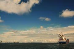 留给口岸的货船小 免版税库存图片