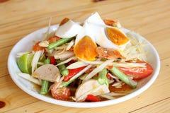 番木瓜沙拉用鸡蛋 免版税库存照片