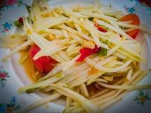 番木瓜沙拉 传统辣泰国食物 免版税库存图片