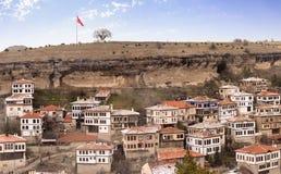 番红花城安置多雪的冬时的Karabuk土耳其全景 库存图片