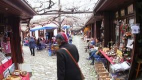 番红花城,土耳其- 2015年5月:传统无背长椅市场 股票视频