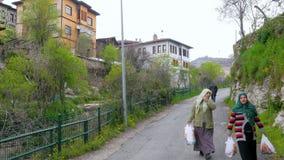 番红花城,土耳其- 2015年5月:传统无背长椅阿纳托利安村庄 影视素材
