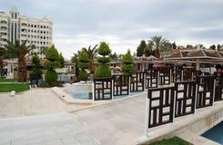 疆土和桥梁的看法通过水池在Kamelya 免版税库存图片