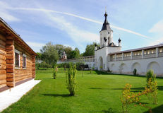 疆土Cvyatouspensky修道院在城市Staritsa,俄罗斯 库存图片