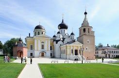 疆土Cvyatouspensky修道院在城市Staritsa,俄罗斯 免版税图库摄影