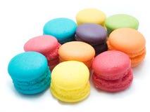 疏散的五颜六色的蛋白杏仁饼干 免版税库存照片