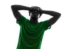 疏松剪影的非洲人足球运动员绝望 免版税库存图片