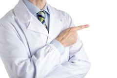 医疗外套的人指向由他的与正确的forefinge的左边决定的 库存图片