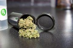 医疗大麻盖帽 免版税库存照片