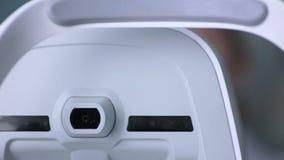 医疗机器审查的眼珠 在一个专业医疗设备屏幕上的眼睛检查测试 股票录像