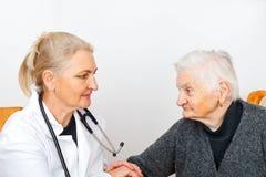 疗法的年长妇女 免版税库存照片