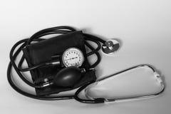 医疗的听诊器和的tonometer 库存照片