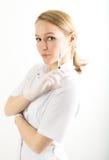 医疗褂子的美丽的年轻女性医生和 免版税库存图片