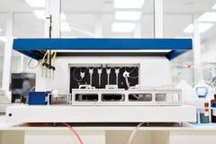 医疗设备为分析 为艾滋病和其他疾病测试的血液 脱氧核糖核酸的定义 选择聚焦 免版税库存图片