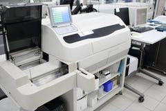 医疗设备为分析 为艾滋病和其他疾病测试的血液 脱氧核糖核酸的定义 选择聚焦 库存照片