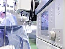 医疗设备在手术室。 麻醉的机器 免版税图库摄影