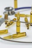 医疗细颈瓶和听诊器 图库摄影