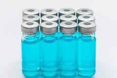 疫苗和一个注射器 免版税库存图片