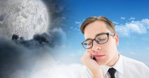 疲乏的人和日夜虚度多云天空对比转折 免版税库存图片