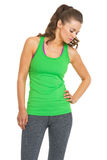 疲乏的健身少妇 免版税库存照片