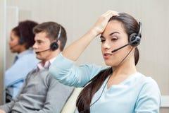 疲乏的女性客户服务代表 免版税库存照片