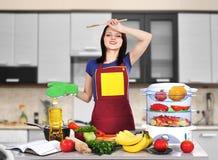疲乏的妇女厨师 库存图片