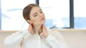疲乏的妇女,脖子痛 股票视频