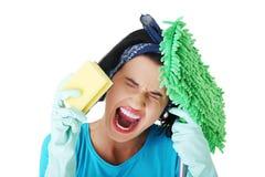 疲乏的沮丧和被用尽的清洁女仆 免版税库存照片
