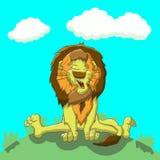 疲乏的狮子坐草坪 库存图片