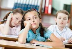 疲乏的美好的女小学生梦想 库存照片