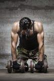 疲乏的肌肉运动员 库存照片