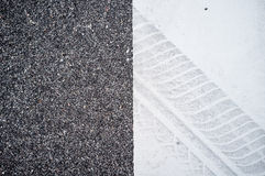 疲倦白色表面上的轨道在路 免版税图库摄影