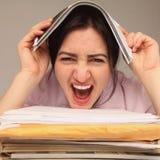 疲倦的和被用尽的妇女与文件(psychologica一起使用 图库摄影